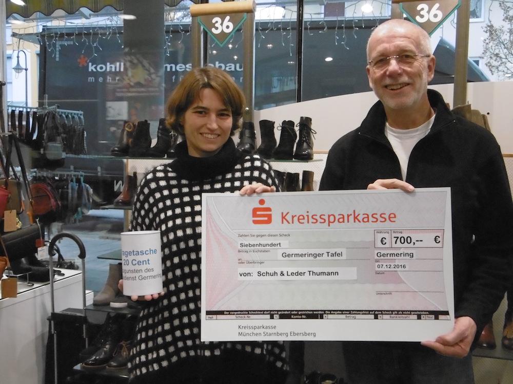 Sammelaktion bei Schuh Thumann bringt 700 Euro für die Germeringer Tafel